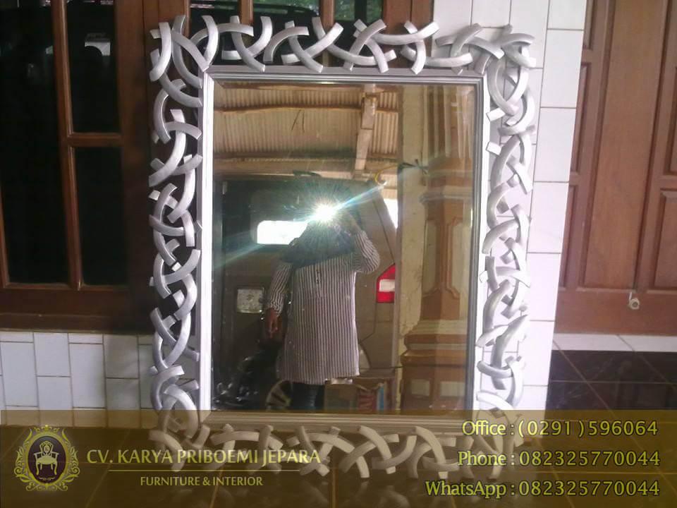 Pigura Cermin Model Samurai