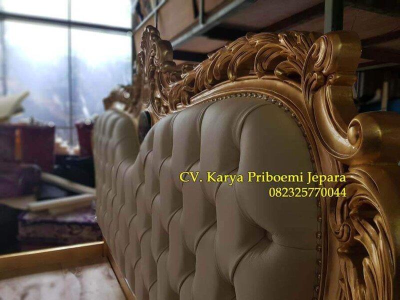 Detail Headboard Tempat Tidur Mewah Gold