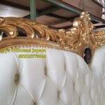 Detail Tempat Tidur Mewah Gold